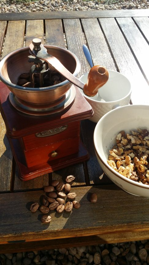 coffee-grinder-beans-adespress
